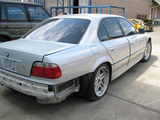 Parting Out A 2001 Bmw 740i - 100295