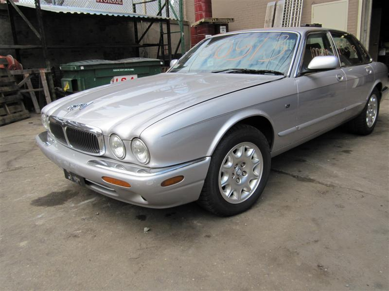 parting out a 2000 jaguar xj8 100513 tom 39 s foreign auto parts quality used auto parts. Black Bedroom Furniture Sets. Home Design Ideas