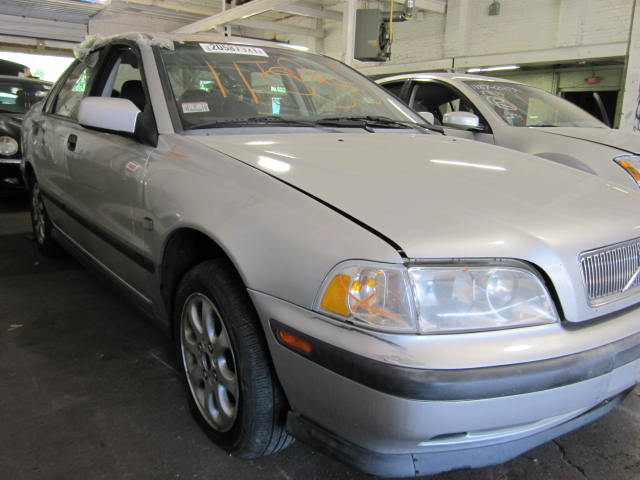parting out 2000 volvo s40 stock 110369 tom 39 s. Black Bedroom Furniture Sets. Home Design Ideas