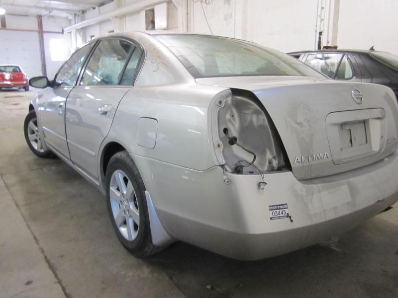 This Is A 2003 Nissan Altima For Parts.