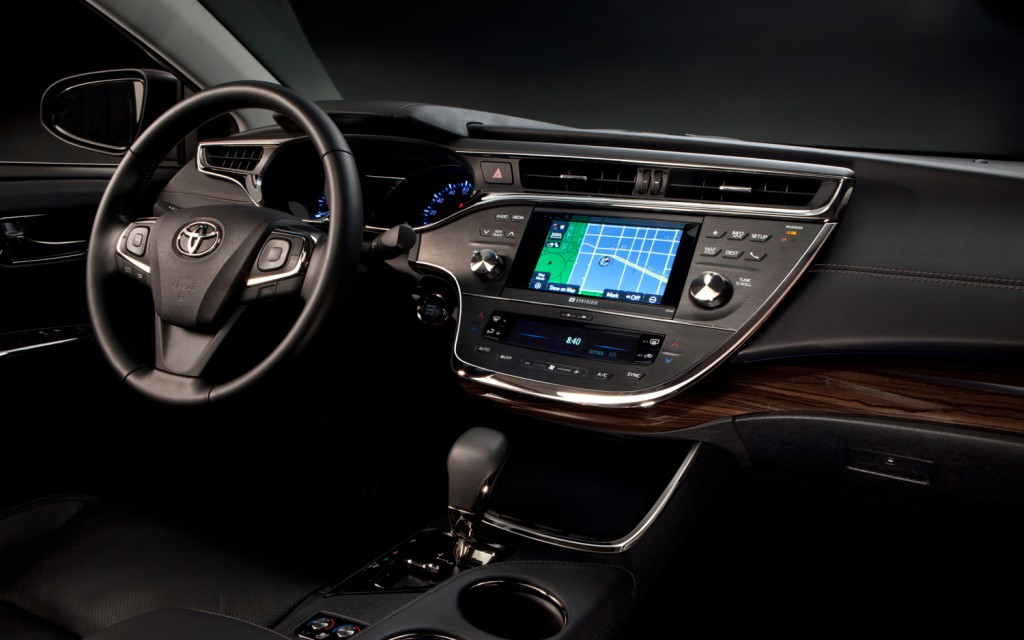 2013 toyota avalon is the first car to get wireless in car charging rh blog tomsforeign com 2015 toyota avalon manual 2014 toyota avalon manual pdf