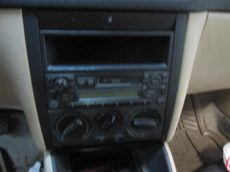 Front Interior Door Trim Panel Volkswagen Jetta 2000 00 Right Cloth 643551
